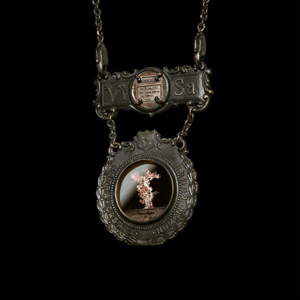 V. Sabrina,サブリナ,真鍮,アクセサリー,アンティーク,標本,封入,ネックレス,ブローチ,鉱物標本,鉱物,自然銅