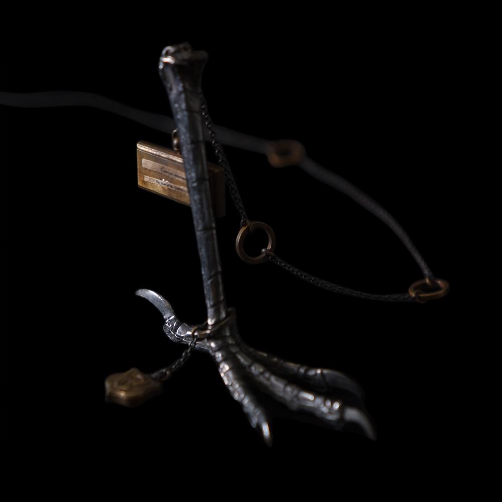 V. Sabrina,サブリナ,シルバー,真鍮,ネックレス,アンティーク,カラス,鴉,爪,足,甲殻類,ネックレス,模型