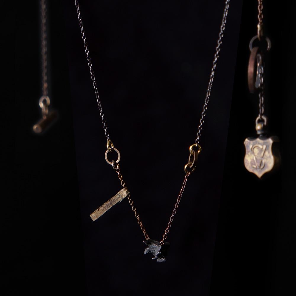 V. Sabrina,サブリナ,シルバー,真鍮,アクセサリー,アンティーク,マスクラット,ウズラ,頸椎,骨格,骨,模型,ネックレス