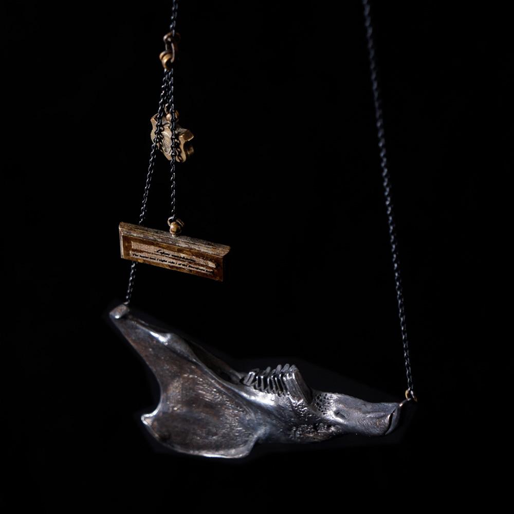 V. Sabrina,サブリナ,シルバー,真鍮,アクセサリー,アンティーク,ウサギ,歯,骨格,骨,模型