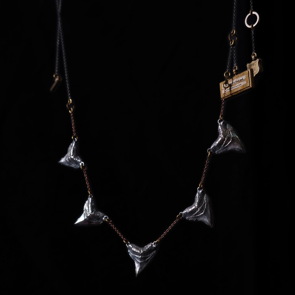 V. Sabrina,サブリナ,シルバー,アクセサリー,アンティーク,サメの歯,ネックレス,模型